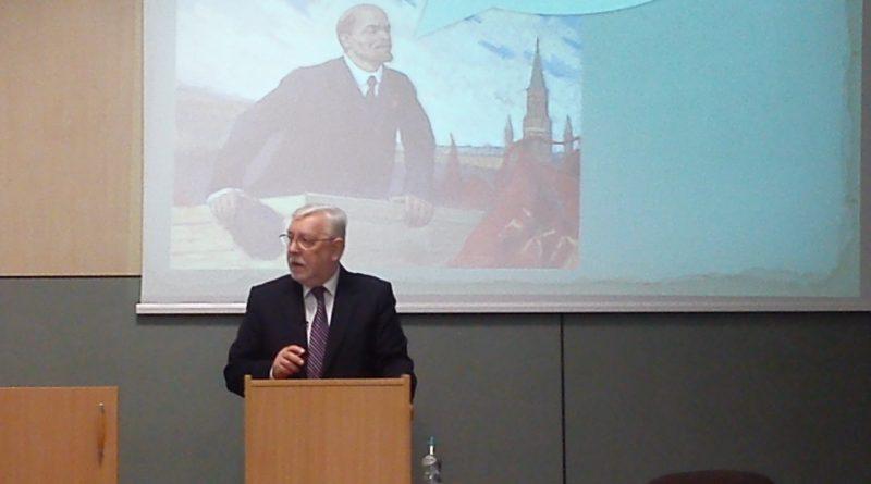 Jerzy Stępień robi w konia słuchaczy - wykład otwarty na UWM - fot. Stanisław Olsztyn