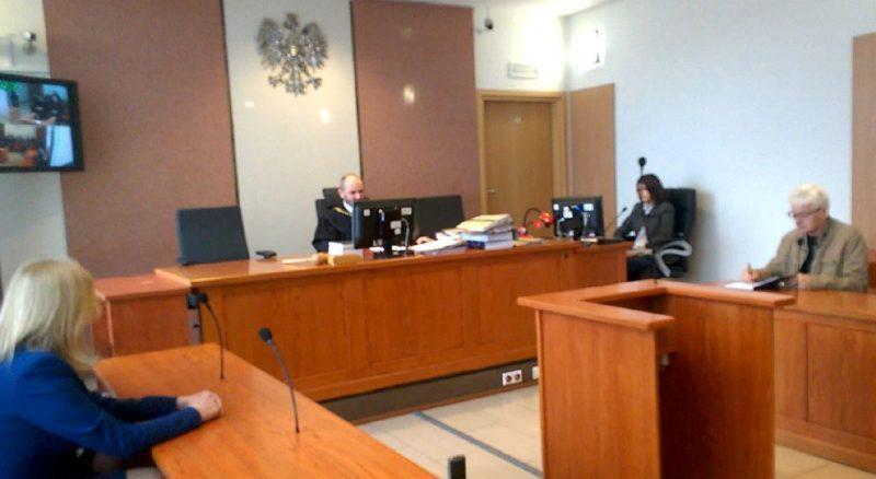 sąd nakazuje przeprosiny