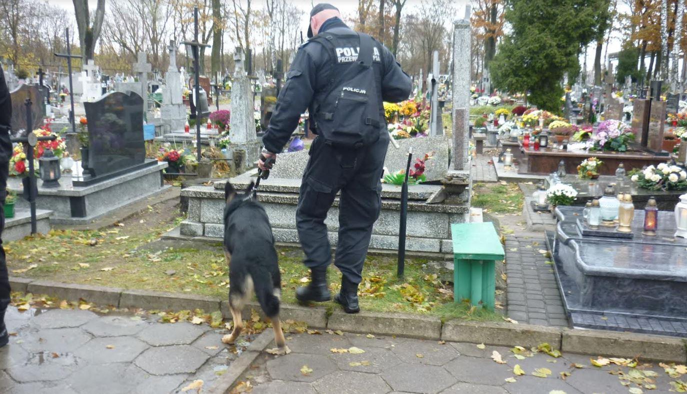 na ełckim cmentarzu