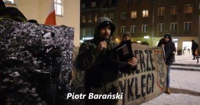 Piotr Barański czyta list Lucjana Deniziaka - Olsztyn, 01.03.2018 r. - fot. Stanisław Olsztyn
