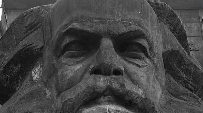Odgrzebywanie trupa komunizmu