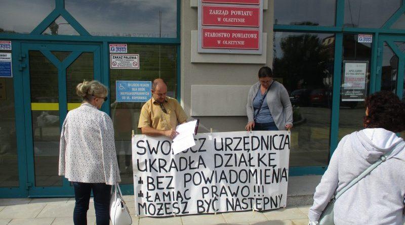 Jesteśmy poszkodowani - Protest Państwa Kamińskich przed Starostwem Powiatowym w Olsztynie - 03.09.2019
