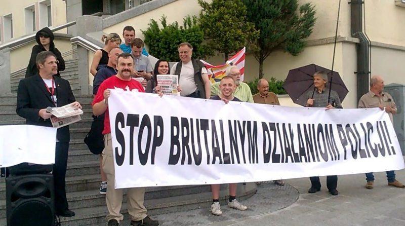 Stop brutalnym działaniom policji - fot. S. Olsztyn