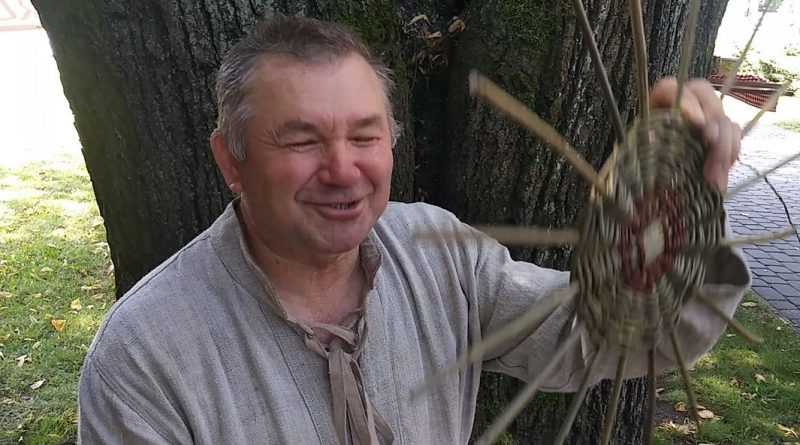 Warszawiak zakochany w Mazurach Roman Guzek: Żyję z miodu i z koszy - 22.07.2018 r. - fot. Andrzej Adamowicz