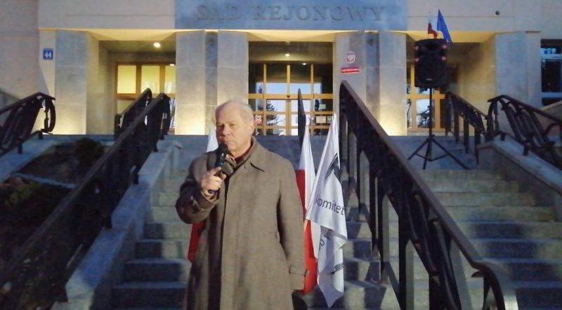 Sędzia Maciej Wasilewski - Protest przed Sądem Rejonowym w Olsztynie