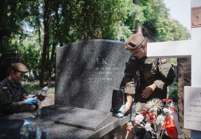 Sprzątanie mogił Powstańców Warszawskich - 2020