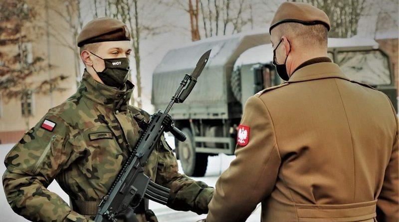 Bohaterska postawa Terytorialsa! Paweł Jaroń ratuje babcię z pożaru!