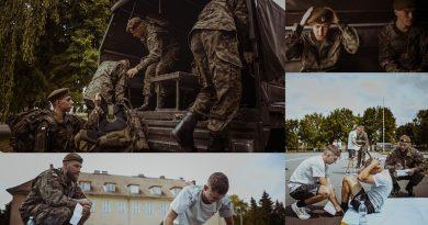 Plecak szkolny zamienili na żołnierski - Wakacje w mundurze